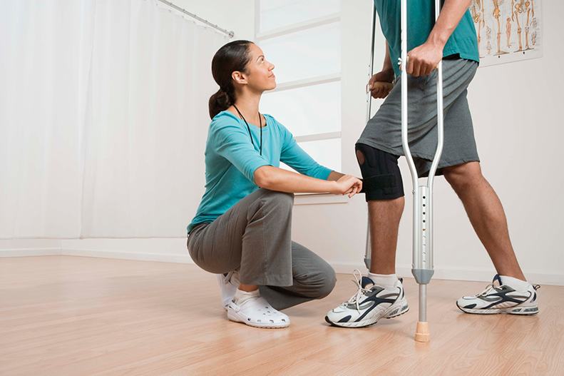 physical therapist and knee surgery patient