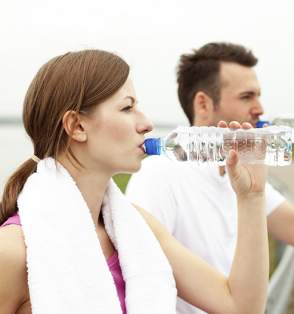 runners drinking water