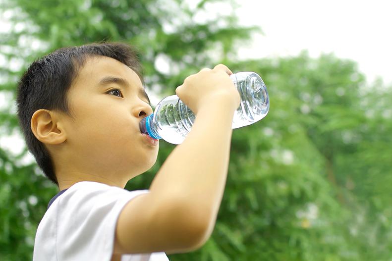 Choosing Safe Water Bottles for Kids | UPMC HealthBeat
