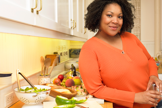 woman with heart healthy food