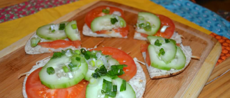 Recipe: Baked Pita with Cheese, Tomatoes and Cucumbers