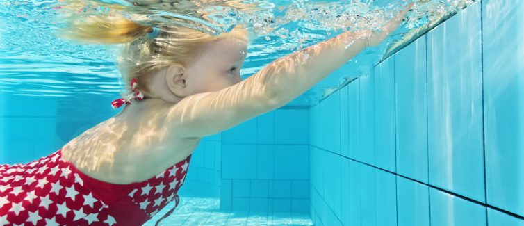When to enroll your children in swimming lessons