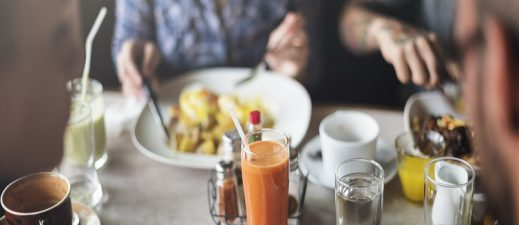 Learn how to eat healthier when in restaurants